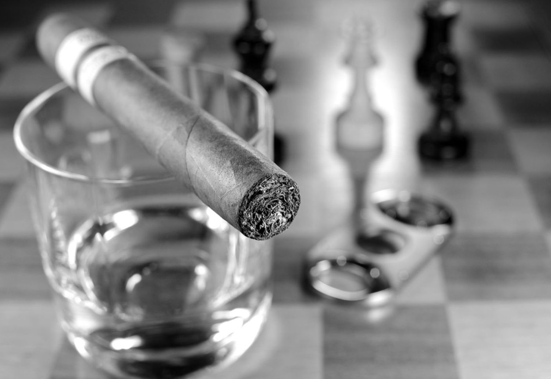 Accessori per sigari: ecco quello che ti permetterà di continuare a fumare tranquillamente in casa anche se sei sposato e tua moglie odia il profumo del sigaro…